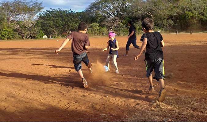 Kids playing fútbol in the communities - CoCoDA